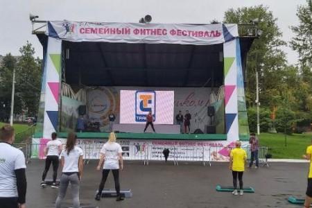 Компания Interactive Russia предоставила в аренду светодиодный уличный экран на Семейный фитнес фестиваль